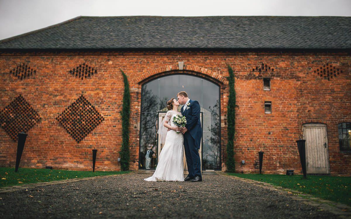 Shustoke Barns Wedding Photographer - Hannah and Andrew