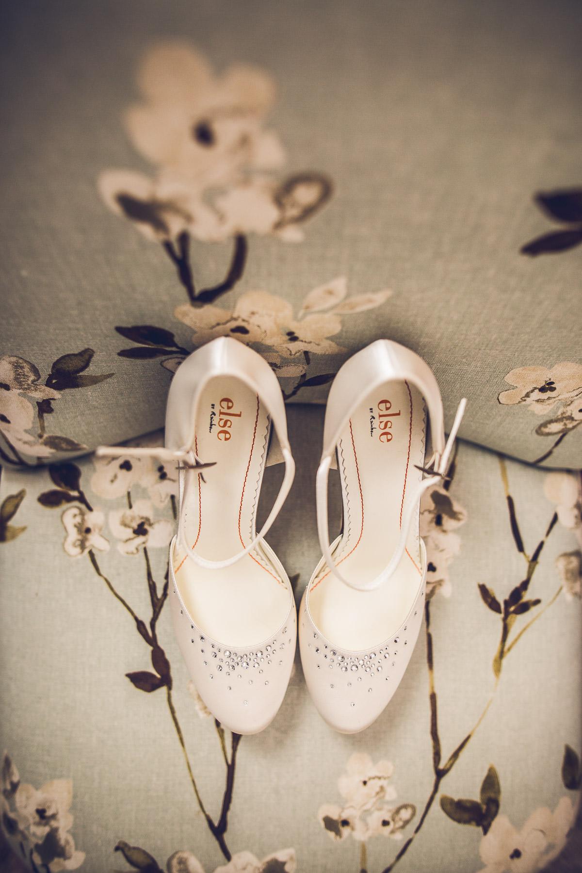 009 - Dumbleton Hall Wedding Photographer - Kate and Dave