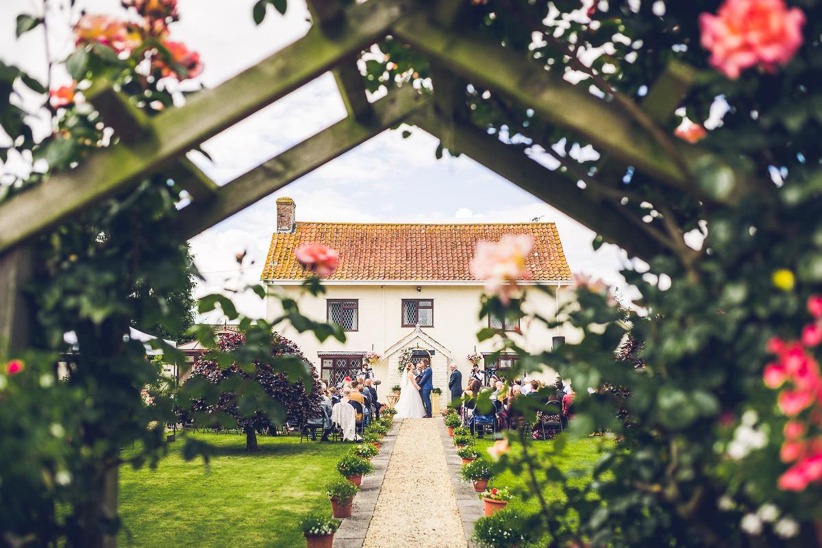 030-kenn-village-garden-wedding